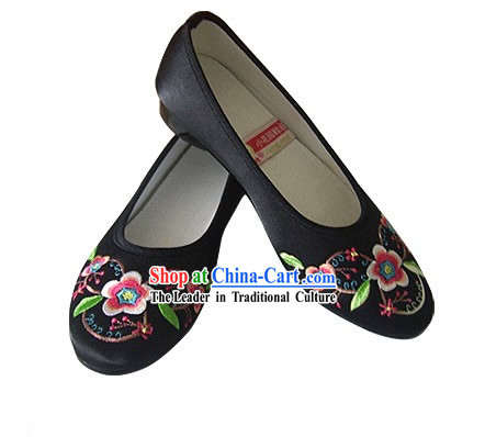 Chinese Traditional Handmade Embroidered Satin Shoes (calyx canthus)