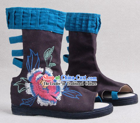 Chinese Traditional Handmade and Embroidered Cloth Boots