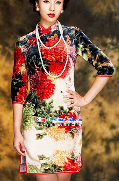 Traditional Chinese Beauty Silk Qipao