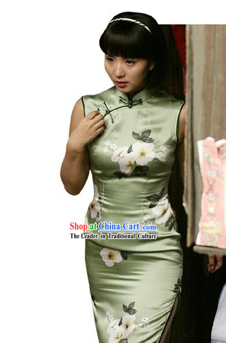 Chinese Silk Light Green Flower Cheongsam