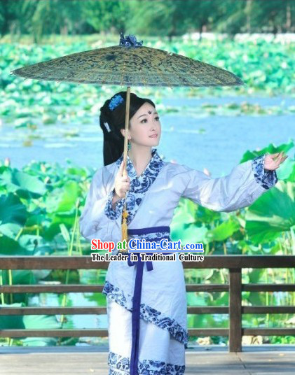 Chinese Classical Beauty Hanfu Clothing and Umbrella for Women