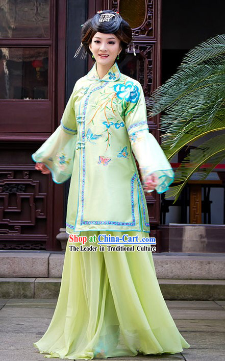 Traditional Chinese Min Guo Time High Collar Butterfly and Flower Clothing