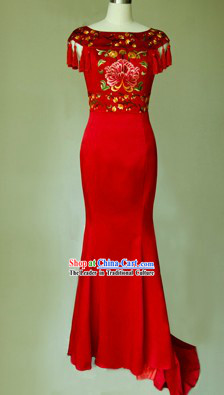 Traditional Chinese Classical Cloud Shoulder Wedding Evening Dress for Brides