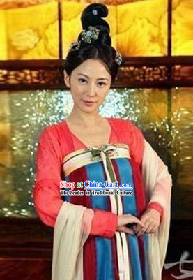 Ancient Chinese Tang Dynasty Costumes and Hair Accessories for Women