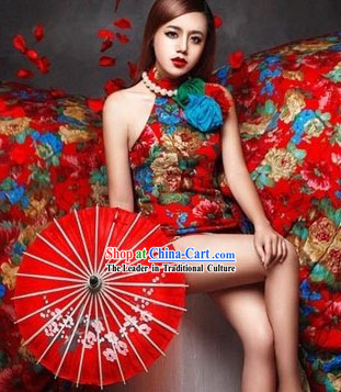 Traditional Chinese Red Cheongsam Qipao for Women with Long Trail