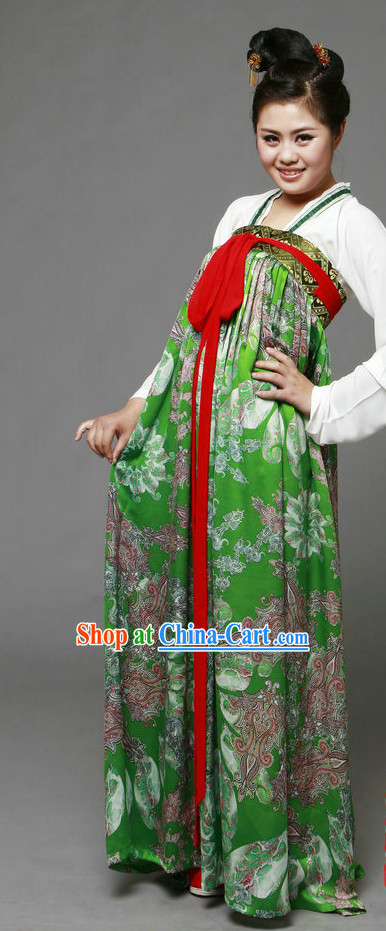 Tang Dynasty Hanfu Ruqun Attire for Women