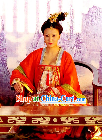 Chinese Traditional Princess Costume and Hair Decorations of Tang Dynasty