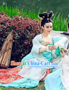Ancient Chinese Tang Lady Ruqun Clothing and Hair Accessories