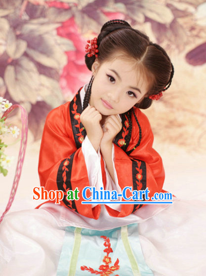 Ming Dynasty Outfits for the Little Girl