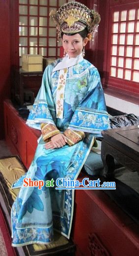 Qing Dynasty Empress Clothes and Hair Accessories