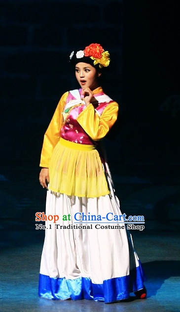 China Yunnan Lijiang Naxi Minority Ethnic Clothing and Headwear for Girls