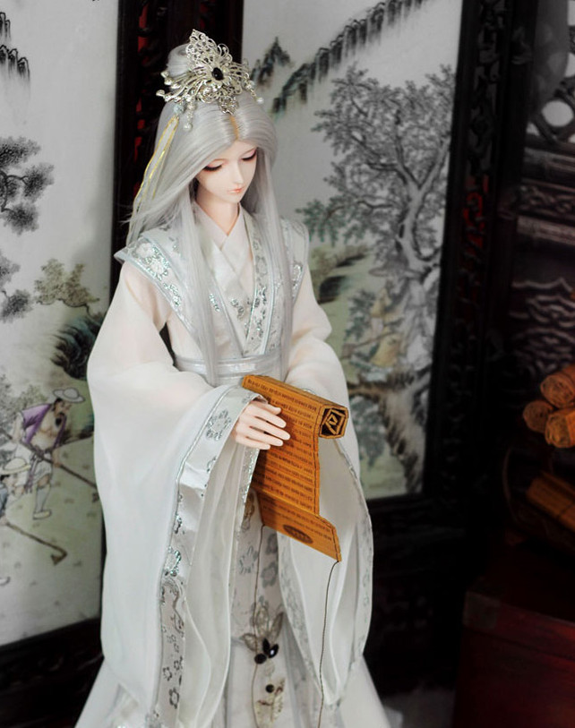 Asian Fashion Chinese White Long Robe and Coronet for Men