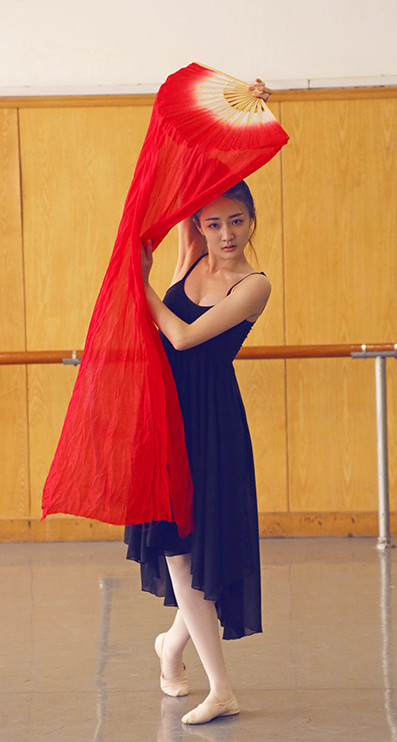 China Red Traditional Long Silk Dancing Fan
