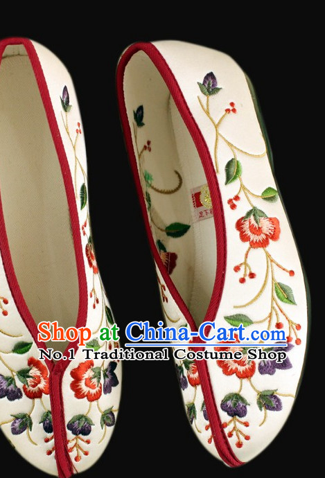 Traditional Chinese Embroidered Fabric Shoes