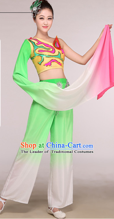 Chinese Long Sleeves Folk Competition Dance Costume Group Dancing Costumes and Hat Complete Set for Women