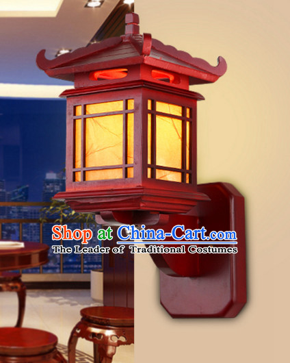 Traditional Chinese Classical Natural Wood and Carved Temple Shape Hanging Palace Lantern