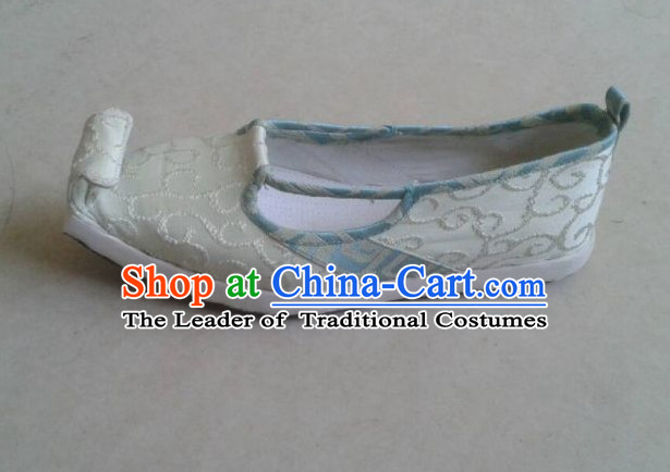 Ancient Chinese Handmade Embroidered Shoes with Cloud Tips