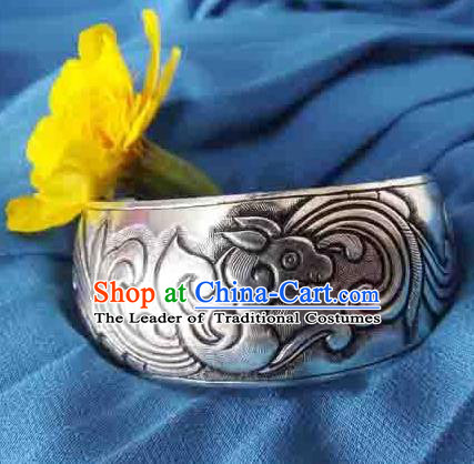 Traditional Chinese Miao Nationality Bracelet, Hmong Folk Wedding Sliver Bracelet, Chinese Minority Nationality Miao Dragon Sliver Bracelet Jewelry Accessories for Women