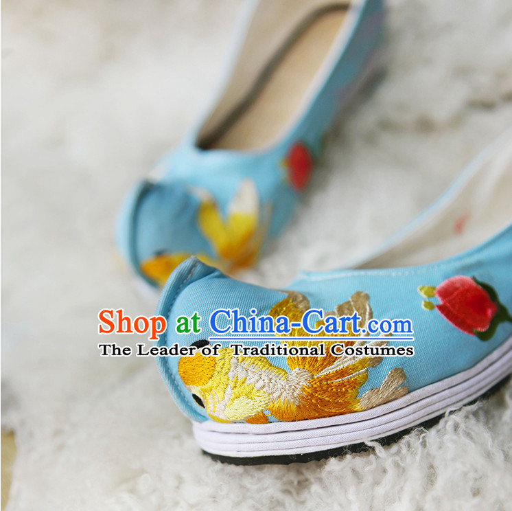 Handmade Chinese Ancient Embroidered Goldfish Princess Shoes for Women and Girls
