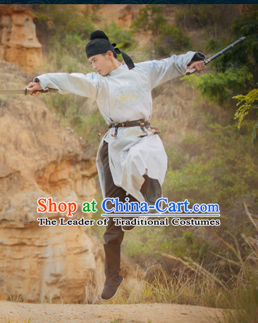 Chinese Ancient Tang Dynasty Men Hanfu Clothing Round Collar Long Robe and Black Hat Complete Set