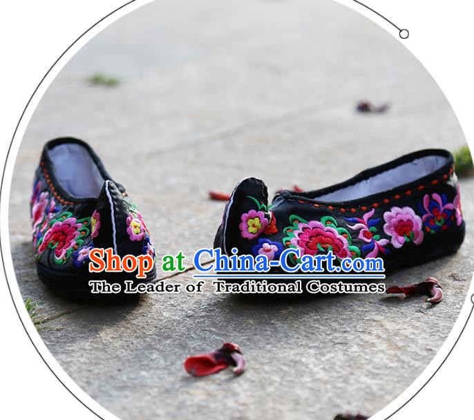 Asian Chinese Traditional Shoes Black Wedding Embroidered Shoes, China Peking Opera Hand Embroidery Peony Shoe Hanfu Princess Shoes for Women