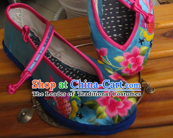 Traditional Chinese Ancient Princess Shoes Blue Cloth Embroidered Shoes, China Handmade Embroidery Lotus Flowers Hanfu Shoes for Women