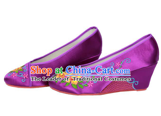 Traditional Chinese National Bride Purple Embroidered Shoes, China Handmade Embroidery Flowers Wedge-soled Shoes for Women