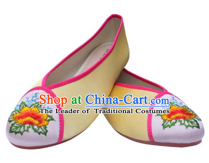 Traditional Chinese National Bride Light Yellow Embroidered Shoes, China Handmade Embroidery Flowers Hanfu Shoes for Women