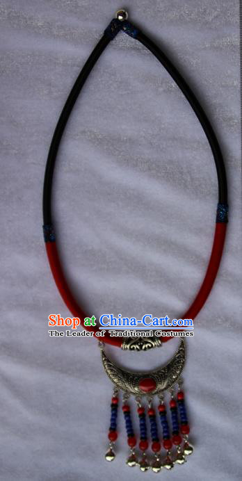 Traditional Chinese Miao Ethnic Minority Necklace, Hmong Handmade Sweater Chain Silver Pendant, Miao Ethnic Jewelry Accessories Collarbone Chain Necklace for Women
