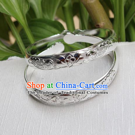 Traditional Chinese Miao Nationality Crafts Jewelry Accessory Bangle, Hmong Handmade Miao Silver Bracelet, Miao Ethnic Minority Chinese Lotus Bracelet Accessories for Women