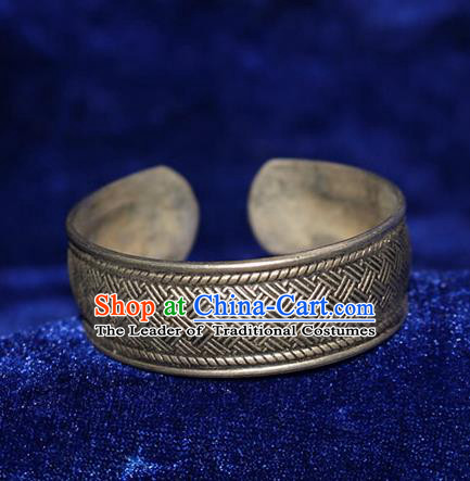 Traditional Chinese Miao Nationality Crafts Jewelry Accessory Bangle, Hmong Handmade Miao Silver Bracelet, Miao Ethnic Minority Silver Exaggerated Bracelet Accessories for Women