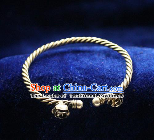 Traditional Chinese Miao Nationality Crafts Jewelry Accessory Bangle, Hmong Handmade Miao Silver Flowers Bracelet, Miao Ethnic Minority Silver Bracelet Accessories for Women
