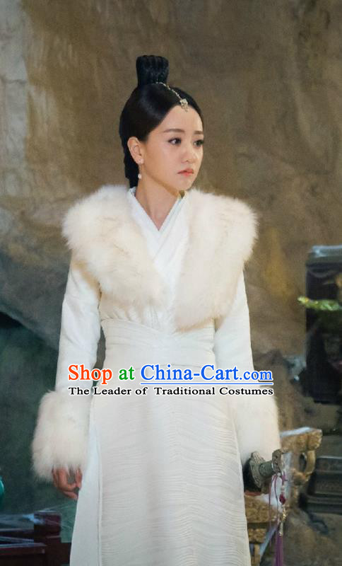 Traditional Ancient Chinese Swordswoman Costume, Chinese Ming Dynasty Chivalrous Heroine Fur Dress, Cosplay Chinese Television Drama Flying Daggers Princess Hanfu Clothing for Women