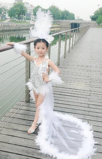 0c62bc40d6 Top Grade Compere Professional Performance Catwalks Swimsuit Costume,  Children Chorus Ostrich Feather Bikini Modern Dance Modern Fancywork  Clothing for ...