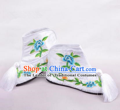 Chinese Ancient Peking Opera Martial Lady Embroidered Boots, Traditional China Beijing Princess Opera White Embroidered Shoes