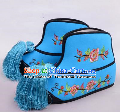 Chinese Ancient Peking Opera Blues Martial Lady Embroidered Boots, Traditional China Beijing Princess Opera Blue Embroidered Shoes
