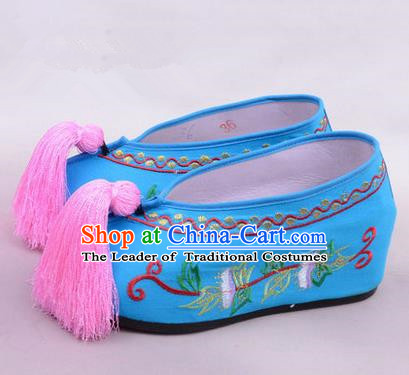 Chinese Ancient Peking Opera Young Lady Bride Embroidered Hua Tan Shoes, Traditional China Beijing Opera Princess Wedding Blue Embroidered Increase Shoes