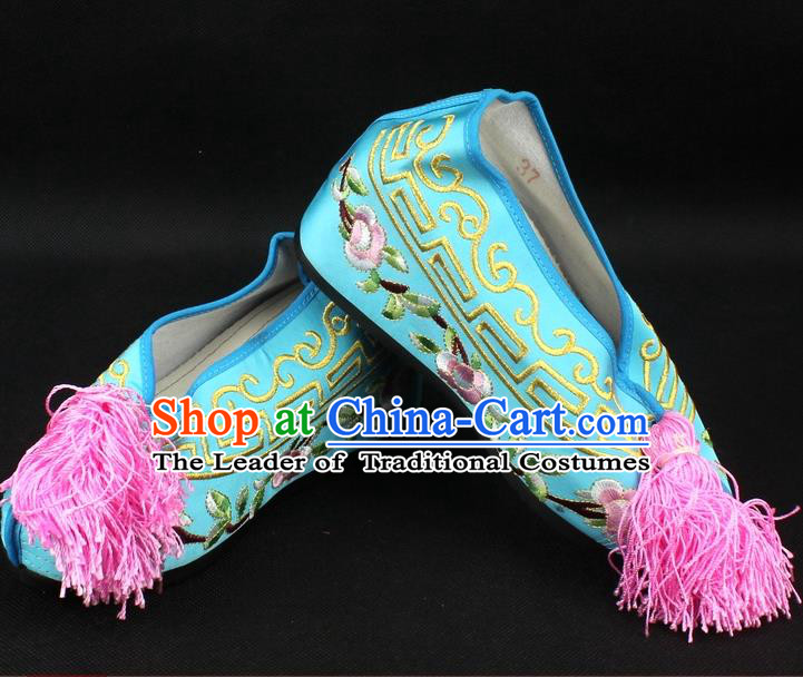 Traditional China Beijing Opera Hua Tan Diva Embroidered Shoes, Ancient Chinese Peking Opera Young Lady Princess Light Blue Blood Stained Shoes