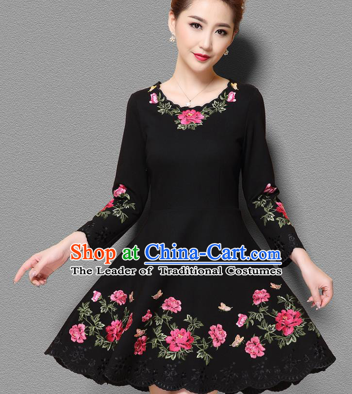 Top Grade Asian Chinese Costumes Classical Embroidery Dress, Traditional China National Middle Sleeve Embroidered Clothing for Women