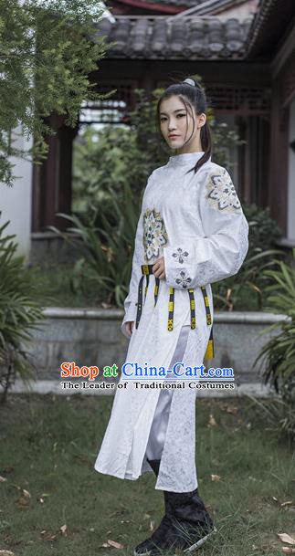 Traditional Chinese Ancient Palace Lady Costume, Asian China Ming Dynasty Swordswoman Embroidered Robe for Women