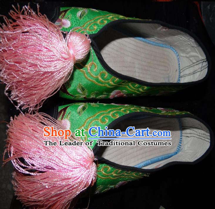 Traditional Chinese Peking Opera Diva Embroidered Shoes Green Satin Shoes, China Ancient Beijing Opera Hua Tan Blood Stained Shoes for Women