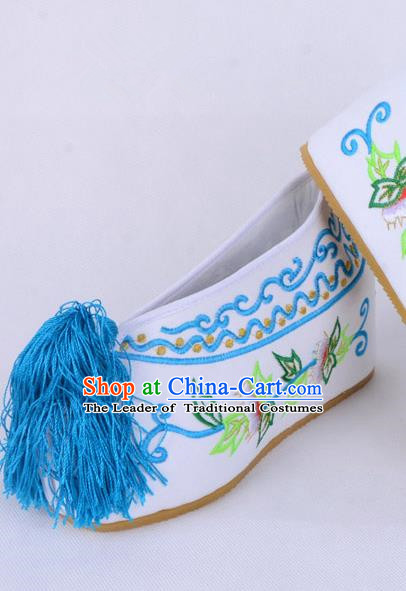 Traditional Beijing Opera Diva White Satin Embroidered Shoes Cloth Shoes, Ancient Chinese Peking Opera Hua Tan Princess Blood Stained Shoes