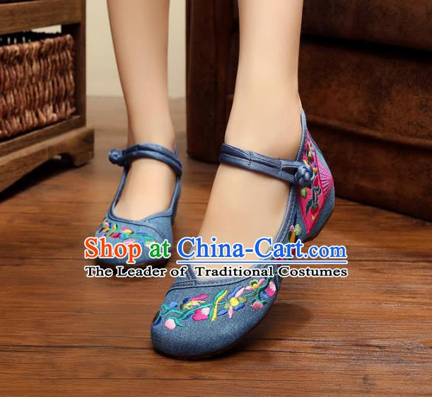 Asian Chinese National Blue Canvas Embroidered Shoes, Traditional China Princess Shoes Hanfu Embroidery Shoes for Women