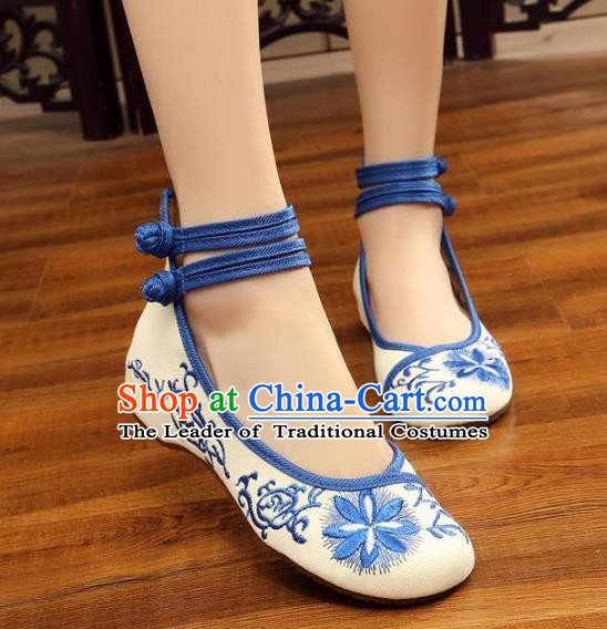 Traditional Chinese National Hanfu White Embroidered Shoes, China Princess Embroidery Flowers Shoes for Women