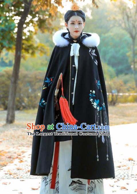 Chinese Ancient Ming Dynasty Princess Costumes Embroidered Black Cloak for Women