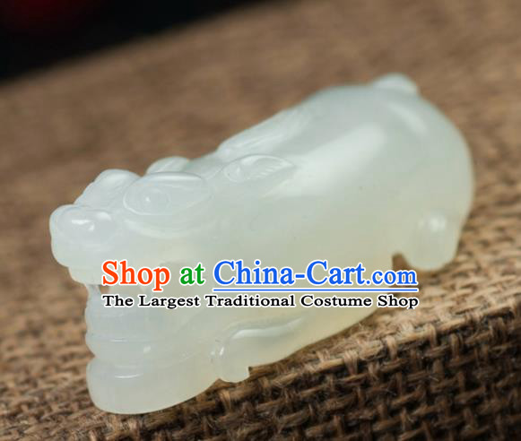 Chinese Traditional Jewelry Accessories Carving Jade Pi Xiu Handmade Jadeite Pendant
