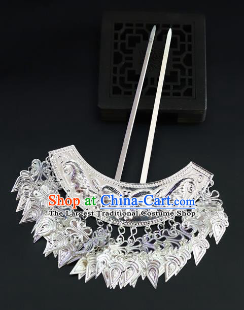 Chinese Traditional Miao Nationality Hair Accessories Carving Sliver Butterfly Tassel Hairpins for Women