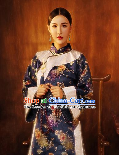 Traditional Chinese Qing Dynasty Costume Ancient Young Mistress Embroidered Xiuhe Suit for Women