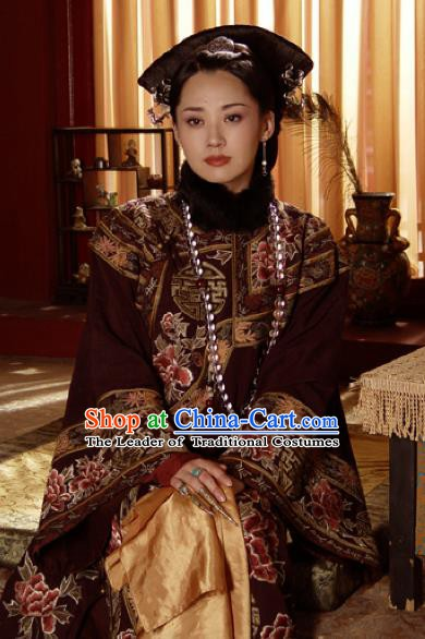 Chinese Ancient Qing Dynasty Empress Dowager Xiaozhuang Embroidered Manchu Dress Historical Costume for Women