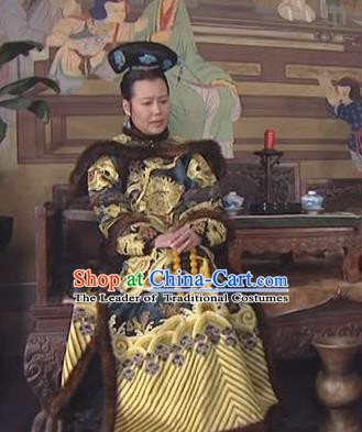 Chinese Ancient Qing Dynasty Empress Dowager Xiao Zhuang Historical Costume Manchu Embroidered Dress for Women